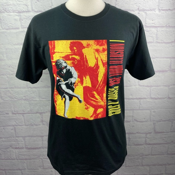"""2008 Guns And Roses """"Use Your Illusion"""" T-Shirt."""